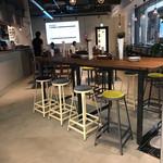PELICAN BIO - お洒落なテーブル席✨コンセント、WiFi有り