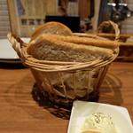 Bistro uokin - お通しのパン(410円)