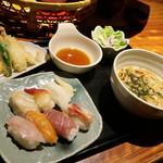 65400815 - 注文したのは 「吹き寄せちらしと天ぷらうどん御膳」 15分後に配膳されたのは 「握り寿司とと天ぷらうどん御膳」
