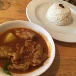 ネパールカレー 奈央屋 - 野菜とチキンのカレー(ライス小)