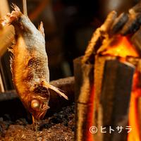 """魚秀 - 魚好きなら""""五感""""で楽しめる、「炭焼」がおすすめ"""