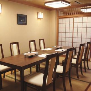 2階がカウンター席とテーブル席になりました