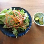 森のおうち - サラダとピクルス