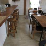 森のおうち - 内観:カウンター&テーブル席
