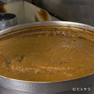 時間をかけて煮込んだ鶏ガラと牛アキレスのスープがベース