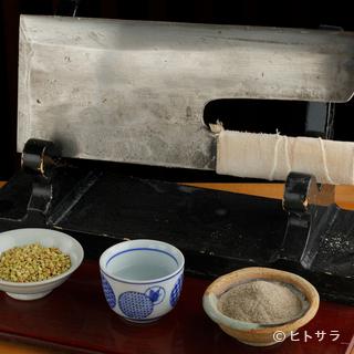 料理人こだわりの自家製「手打ち蕎麦」