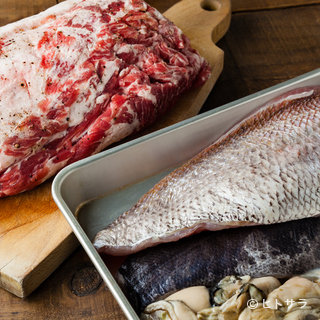ブロックで仕入れる豚肉は自家熟成後に調理
