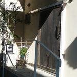 芝町カフェ - 重厚な扉