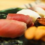 寿司処静 - 中、赤