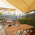 ヒビキ カフェ - ウッドデッキのテラス席が人気です