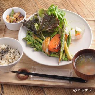 無農薬・自然農法。昔ながらの製法でつくられた野菜に出会える