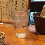 カレーうどん ひかり - 冷たい水。       うまし。