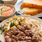 ステーキハウス朝日レストラン - 上質な熟成牛のヒレ肉を熱々で満喫する『ステーキA200gセット』