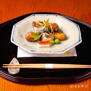 滋味に富む旬の食材を盛り込んだ料理に、季節の移ろいを滲ませる