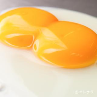 二黄卵を割って見せるあざやかなパフォーマンスは大人気