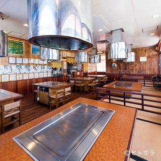 広々とした開放的な店内でプロが焼き上げるステーキをご堪能
