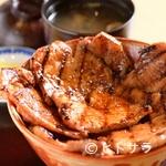 ぶたいち - 香ばしさと特製タレの旨みが魅力『北海道帯広炭焼豚丼』