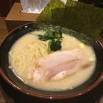 壱楽家 - 豚骨塩ラーメン 300円 (通常680円)