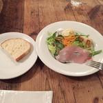 65419778 - ランチセットにつくフォカッチャと前菜