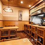 てんぷら黒川 - 和で統一された空間は、店主の目が届く小体なサイズに