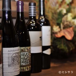 ワインは常時80〜100種類、選ぶ時間も楽しみの一つ