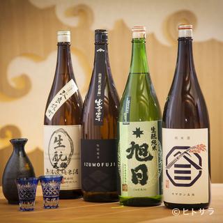 利酒師の厳選した日本酒をはじめ地ビール、ワインなどが楽しめる