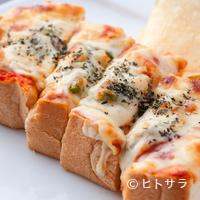 石釜 ベイクブレッド 茶房 タムタム - 石窯焼きだから耳まで美味しい『石窯焼きピザトースト』