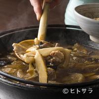 ろばた - 秋冬はスタッフが山で収穫したキノコでつくる『キノコ鍋』も美味