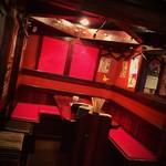 全力で楽しむ居酒屋!兜 - 昭和の香りが漂うレトロな1階