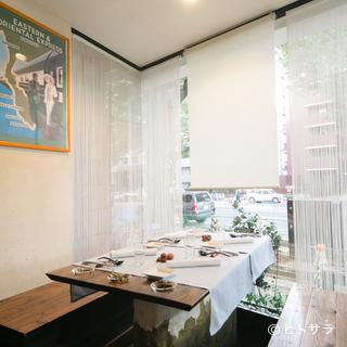 特別な日のディナーには半個室の窓側がおすすめ