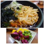 中井食堂 中井パーキングエリア(PA)下り線 - ◆かき揚げは大きいですし、うどんの量もあり思ったよりボリュームがありますね。 東京らしい濃いツユも久しぶりで、普通に美味しい。 *お漬物が食べ放題で置いてありました。