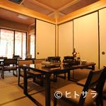 魚松 - 落ち着きのある雰囲気の個室は、足元が楽々、テーブル式