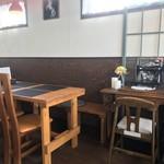 江別カリー エンヤ スパイス - テーブル席