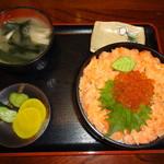 まるよ - 鮭といくらの親子丼(1600円)