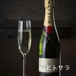 PRIMI - シャンパンもリーズナブル。イタリア産ワインをはじめ飲み放題も