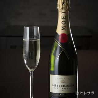 シャンパンもリーズナブル。イタリア産ワインをはじめ飲み放題も