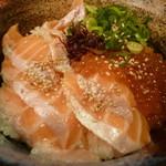 居酒屋 彩祭 - サーモンといくらの親子丼