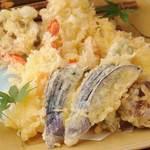 個室居酒屋 いし竹 - 魚介と旬の野菜天ぷら盛合せ