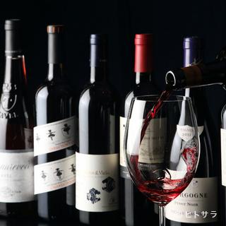"""""""ソムリエ""""厳選のワインが、絶品の肉料理の味を際立たせる"""
