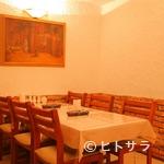 アラジン - ペルシャの絵が飾られたテーブル席
