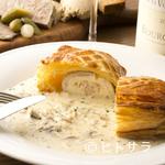ビストロ ル セット - いただきやすい白ワインのソースで。『舌ビラメのパイ包み焼き』