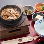 江久庵 - かつおのだしがきいた具だくさんの『鶏五目釜飯』
