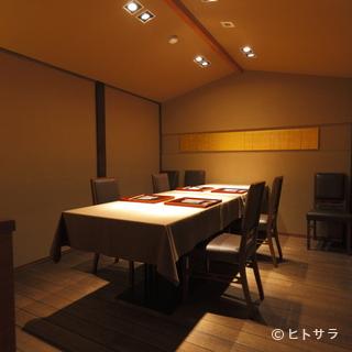 利用者の目的に合わせたさまざまな個室と料理を用意