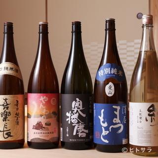 日本酒はゲストとお話しながら、好みの味を提供