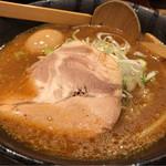 万代 - 赤味噌らーめん 味玉付 780円。