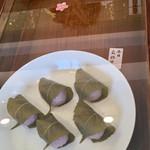 月天心 - 桜餅(道明寺)