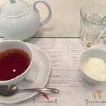 65440964 - 食後の紅茶&杏仁豆腐。