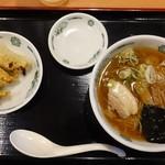 日高屋 - 半ラーメン200円 3個餃子110円