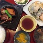 若狭湾 - 日替わりの煮魚と天麩羅のランチ ¥1000