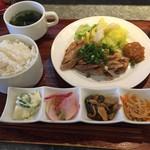 GAZZO - ホエー豚ばらの炙り焼き定食 880円